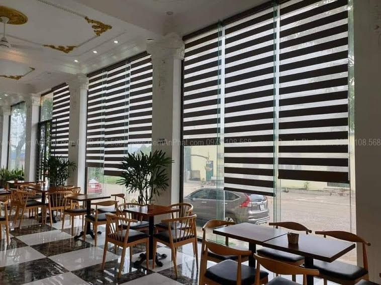 Rèm cầu vồng cho quán cafe tạo không gian thoáng đãng lại tinh tế sang trọng